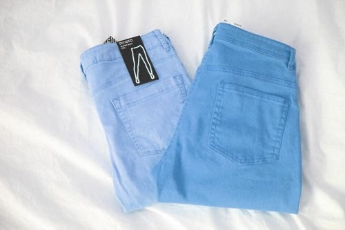 tr-opicalkid:  s-un-rise:  omg want those shorts asdfghjkl;  I think they're jeans.. awksss^^