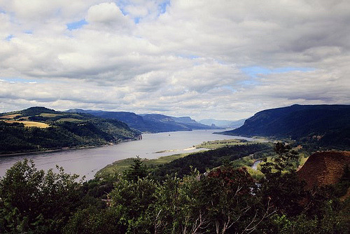 definitelydope:  Columbia River Gorge (by Emily Tebbetts)