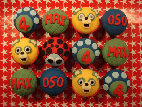 Special Agent OSO Cupcakes by Scrumptious Buns (Samantha) on Flickr.