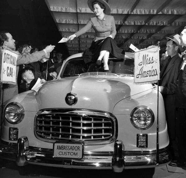 hollyhocksandtulips:  Miss America Chicago Auto Show, 1950