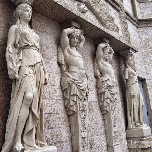 stone manners — / legless men hold up / the building #haiku #senryu #statues #architecture #winnipeg #igerscanada #moodjunky #haikusu  (Taken with Instagram at Fort Garry Place, Winnipeg, MB)