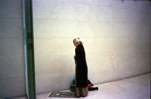 A praying woman in British Museum  Junnan Li