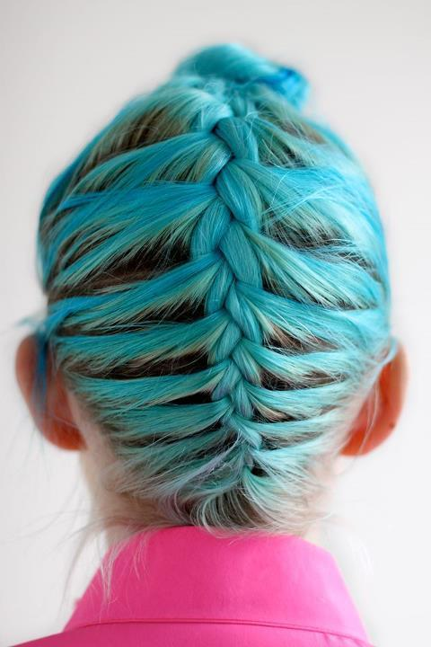 A touch of colour inspiration with this fabulous turquoise hair. via bracesandlaces