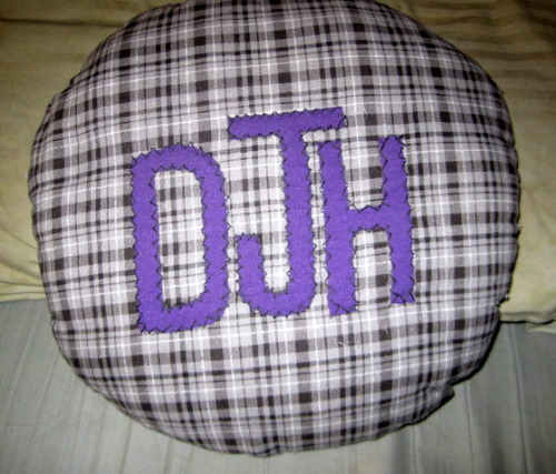monogramed pillow I made for a friend. It didn't turn out as round as I wanted but oh well. it's the thought that counts :)