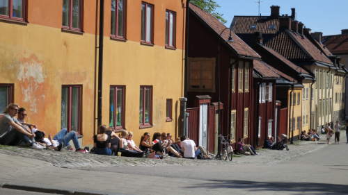 Since the 17th century, Nytorget shown here has been a hang out spot in Södermalm. This was the place where Jacob Johan Anckarström, the supposed assassin of Gustav III of Sweden, was put in wooden shackles so the farmers could throw stones at him before he was executed (1792)