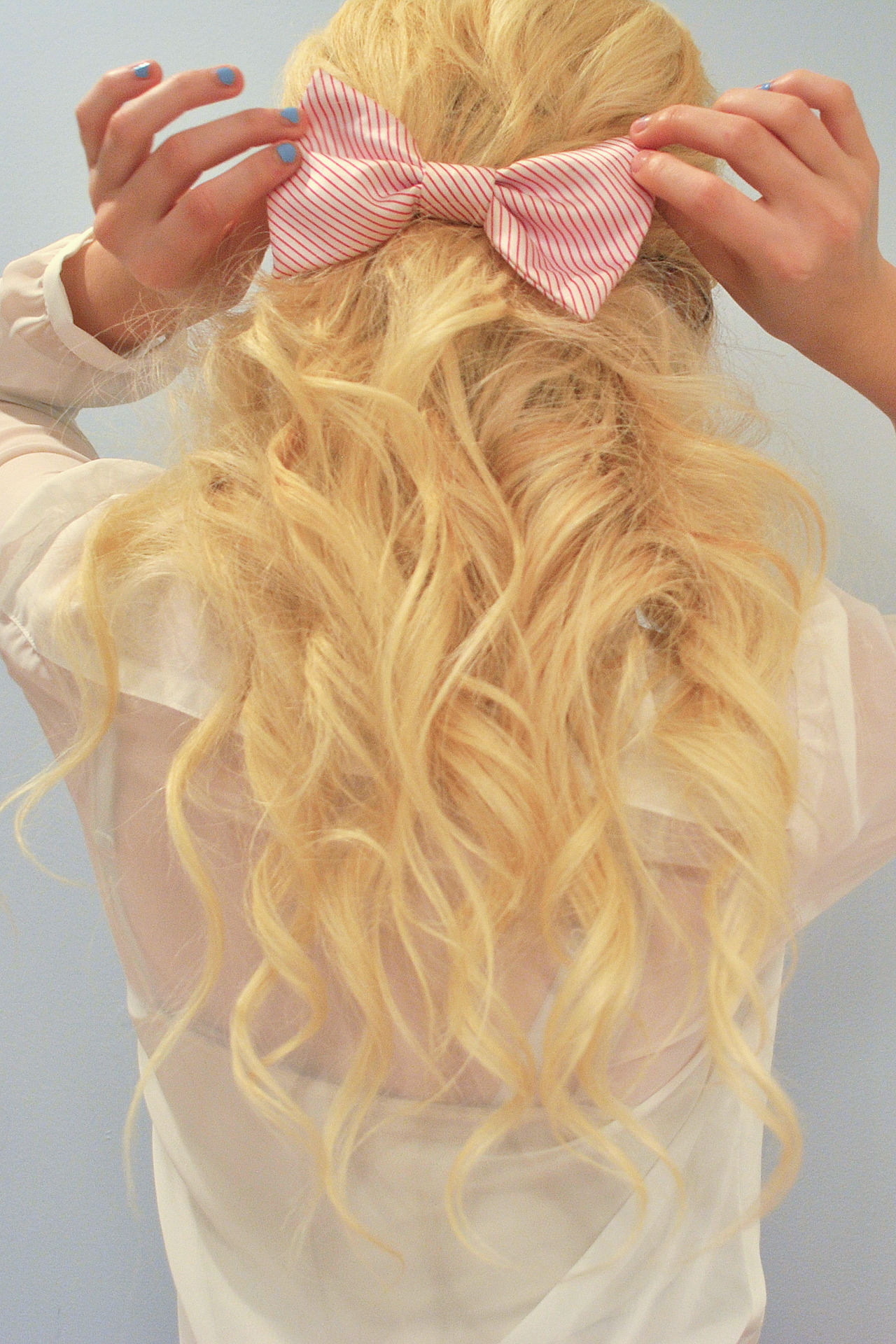 daughterofhungryghosts:  I like my hair today :)   I want this hair, not as yellow tho