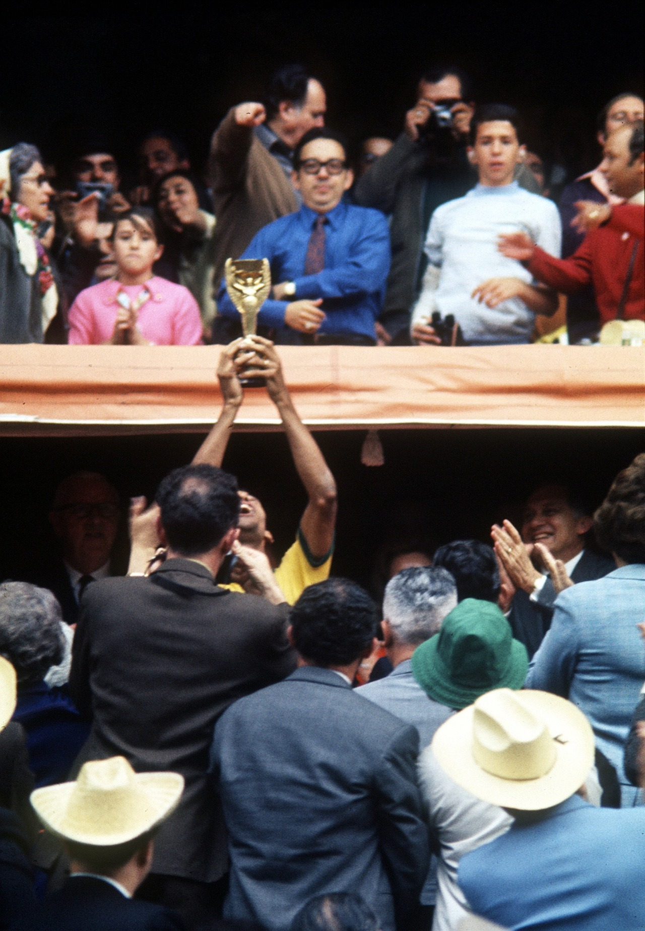 Carlos Alberto with the World Cup trophy, 1970.