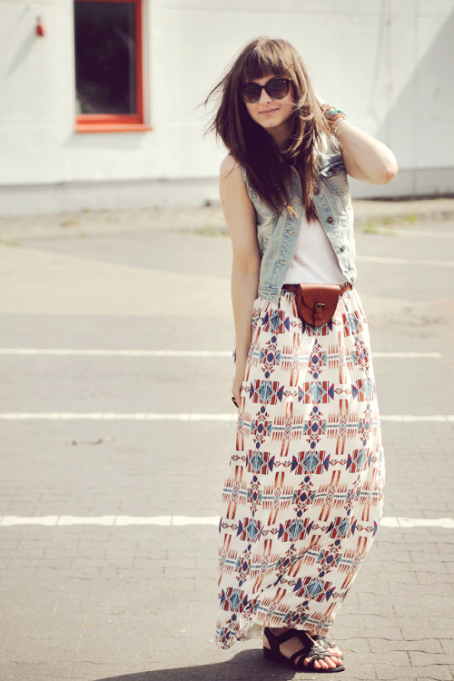 Skirt - StradivariusTop - H&MVest - New LookWatch - IOIONSandals - TamarisPurse - Carry
