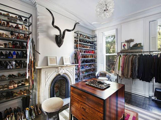 Jenna Lyons closet in her old Brooklyn townhome. I WISH, this is the perfect mix of rustic and feminine.