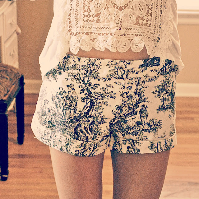 bellalumina:  (via Trash To Couture: DIY Printed Victorian Shorts) Though this is a tutorial, I am posting this here more for fabric inspiration than anything, as I would rather work from a pattern.