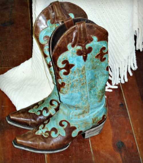 letthecowgirlrock:  Something Blue <3
