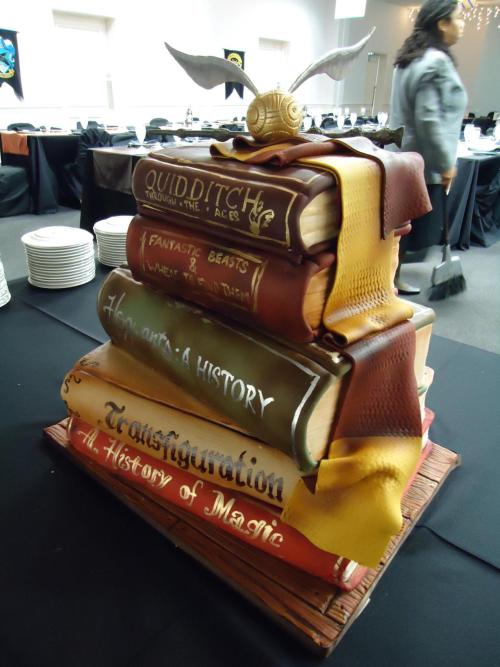 stillitseems:  so we made this really awesome harry potter cake last weekend …