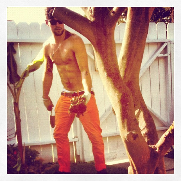 "@BenjaminGodfre de-stressing in his ""Magic"" gardenphoto by @MichaelGodfre"