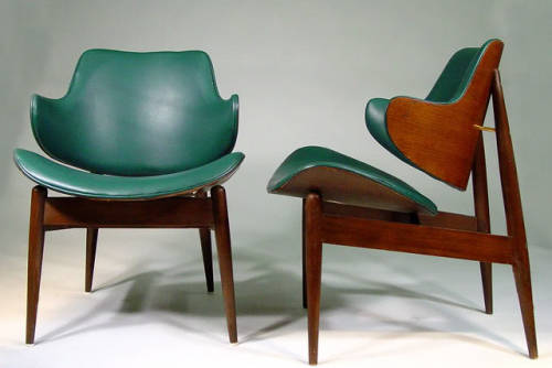 gregmelander:     GREEN SEAT     A great color scheme and excellent form factor for these chairs. via Alex Medina and oiroy: FINN JUHL