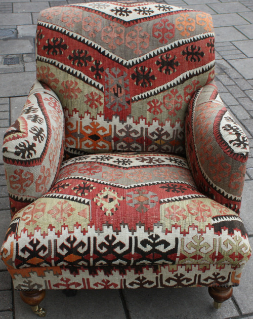 thelittlefrenchbullblog:  Kilim Chair…..looks so cozy!!