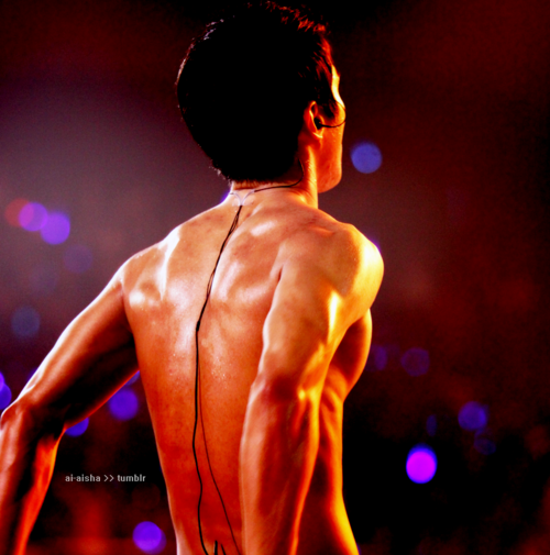 pervingonkpop:  ~I'm sorry, but no backs' spam is complete without Choi Siwon's marvelous back. Admin K says: My fingers are tingling with want.