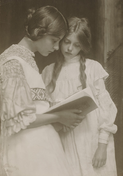Gertrude and Ursula Falke 1906 (by Art & Vintage)