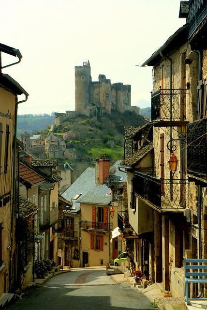 visitheworld:  A beautiful mountain village, with a ruined castle at the end of the street, Najac, France (by danjeffayelles).