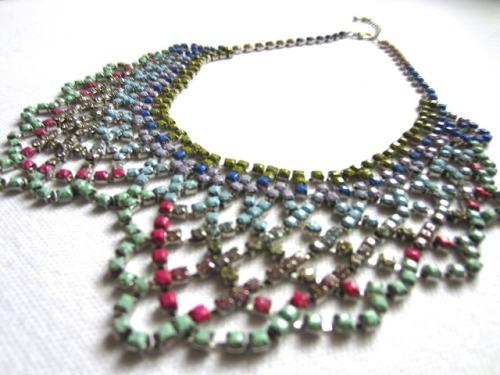 DIY Dannijo and Tom Binns Inspired Colored Rhinestone Collar Necklace. I've posted jewelry like this before, but I really love the colors she chose for this necklace (you can get these rhinestone necklaces from Forever21 or really cheaply on Ebay). DIY from Fashion After Breakfast here.