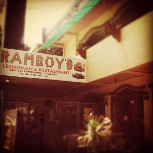 Lunch with the gene pool #sunday #lunch #yommm #nomnom #ramboys #food #restaurant #iloilo (Taken with instagram)