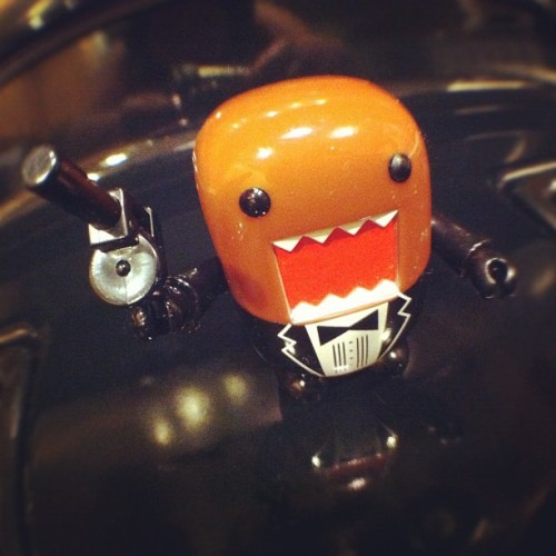 and Agent 00 Domo got an new gun hehe #Domo #lego #toys #toyrevolution #toycrewbuddies #qee #superbabo  (Taken with instagram)