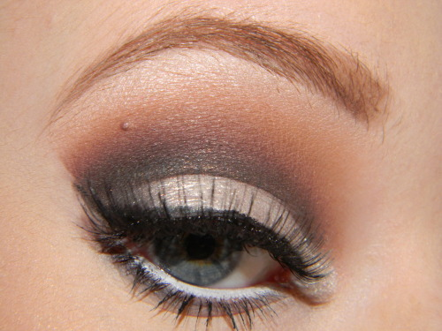 makeupftw:  White Cut Crease (By Ashley: Dancingonoceans.tumblr.com)