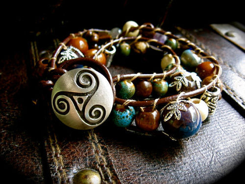 siren-g-mcfien:  Celtic Triskle Leather Ladder Woodland Bracelet by EireCrescent
