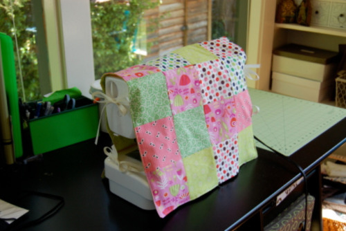 reblogged from classymissmolassy:  Patchwork Sewing Machine Cover Tutorial.