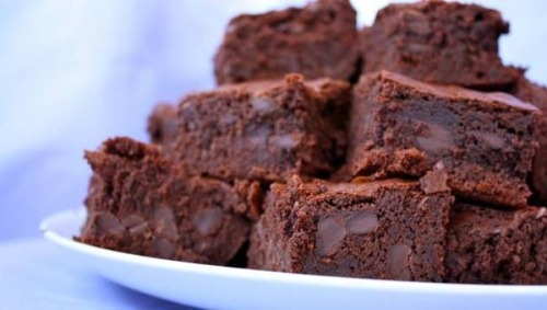 muffintop-less:  CLEAN EATING CHOCOLATE BROWNIES INGREDIENTS 1/2 cup Oatmeal 3 tbsp Coconut Oil (preferably Organic) 1/2 cup Stevia 1/3 cup Plain, Nonfat Greek Yogurt 1 tsp Vanilla Extract 1/4 cup Unsweetened Baking Cocoa 1/4 cup Chocolate protein powder (preferably casein) 1 Egg and 1 White 1/3 cup Dark Chocolate Chips or Nuts (optional) DIRECTIONS 1. Mix dry ingredients together2. Mix wet ingredients together3. Combine everything together4. Put in 8 X 9 pan5. Heat Oven at 350 for about 20 minutes.6. These can be stored in the freezer if you cannot eat all at once or want to space out eating proportions.