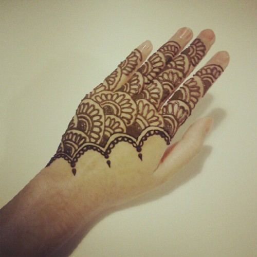 h-y-a-c-i-n-t-h:  #henna #mehndi #indian #tattoo #bodyart  (Taken with instagram)