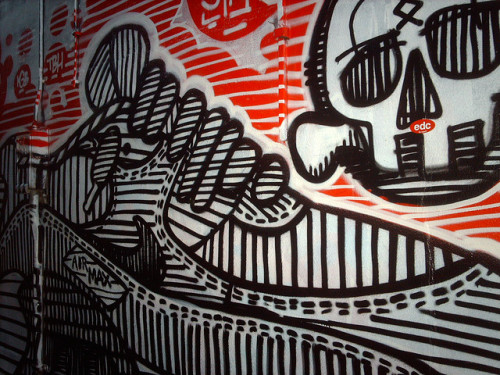 Nike Air Max & skull line art by hugovk on Flickr.