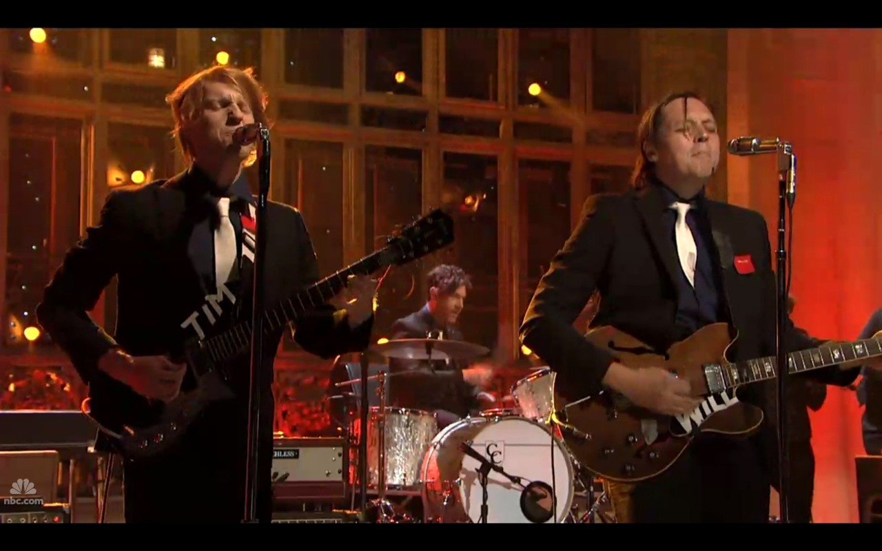 Yesterday night on SNL all members of Arcade Fire were sporting a small red square in solidarity with the Quebec student strike.