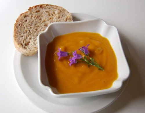 prettybalanced:  Roasted Butternut Squash and Chickpea Soup  Ingredients: 2 large butternut squash (peeled + cut into inch cubes) 6 cups veggie stock 1 1/2 teaspoon curry powder 1 large shallot (chopped very finely) 1 tablespoon olive oil 1 tablespoon honey 1 can chickpeas (drained + rinsed)  Source & Instructions