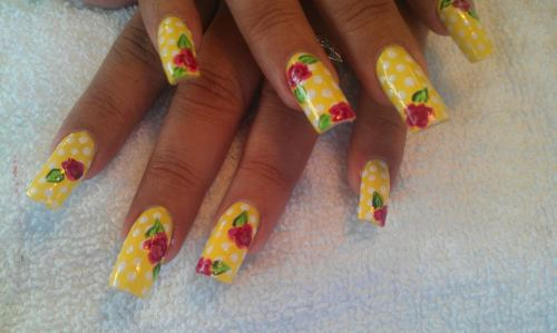 Done on the same client as the splatter nails. I love her. :D All done freehand.