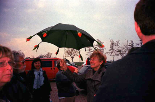 Amsterdam tour guide with a floral umbrella