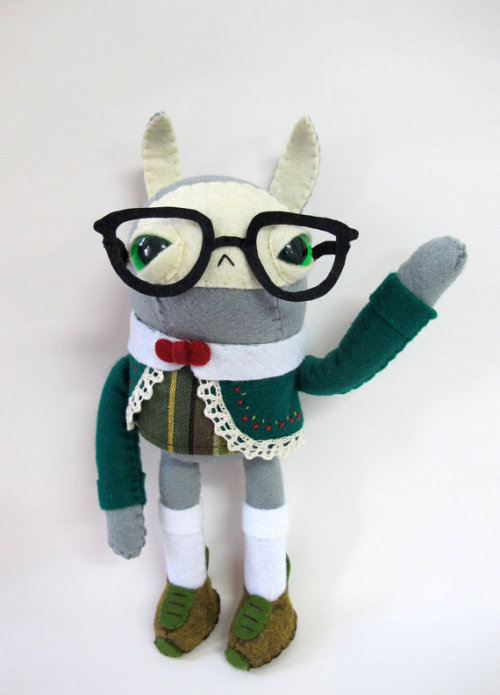 hannagudm:  These nerdy handmade figurines are just too cute.