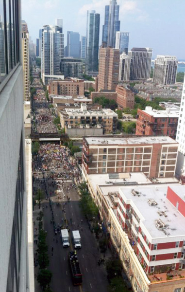 thepeoplesrecord:  An aerial view of the march against NATO in Chicago. Crowd estimate is reported to be at about 10,000.