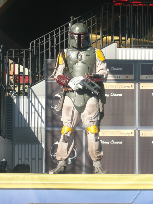 friendswiththemouse:  Boba Fett being a stalker on stage.