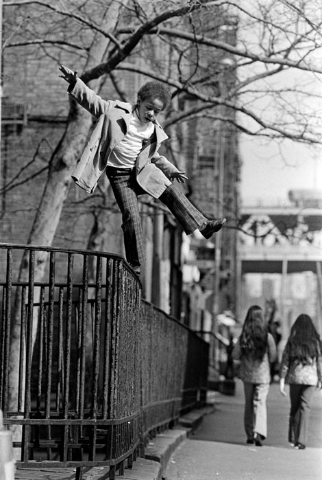 vintageblack2:  On a tightrope high over Henri Street Photographer: Neal Boenzi Henri Street, New York, USA, 1974.