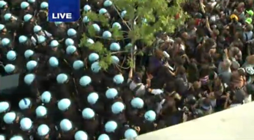 newsweek:  Police in Chicago vs. protesters right now. Watch.