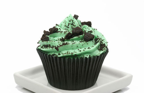 Oh sweet Lord, that looks like mint frosting with Oreo bits. ;____; -Topknot
