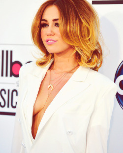 Miley Cyrus @ the 2012 Billboard Music Awards