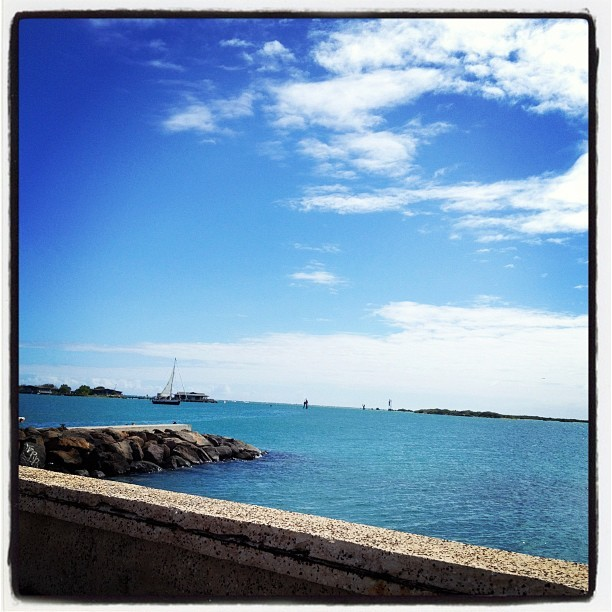 Unreal #blue ☀🌊 #hawaii #hnl #iphonesia #hawaiilove  (Taken with Instagram at Sand Island)
