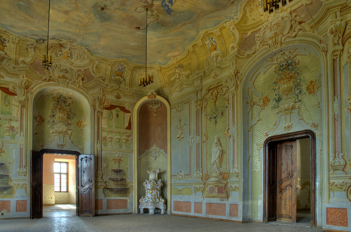 Halič castle - Great Hall, Slovakia Trompe-l'œil, architect A. Meyerhoffer, 1762.