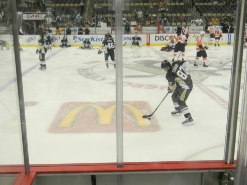 Last home game of 2011-2012 season. Sid doing his thing.