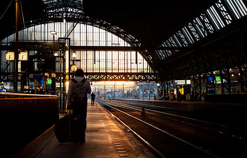 cafemarocchino:  Platform 5, Friday evening, Amsterdam Central (by lambertwm)