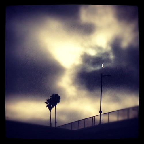 #eclipse #losangeles #bridge #palmtrees #iphoneonly #iphonography  (Taken with instagram)