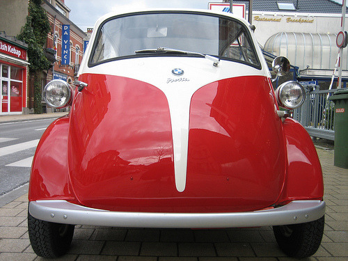 carpr0n:  Neutrino Starring: BMW Isetta (by Freddy MORIS)