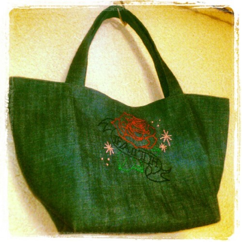 #handmade #crafts #diy #embroidery #bag #rose #faith #刺繍 #ハンドメイド #バッグ (Instagramで撮影)