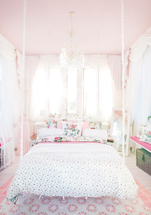 sunkist-coral:  la—bohemian:  homingscrapblog:  (via Ikea en Casa Decor 2012 Dormitorio Ikea Casa Decor 2012 – Moda y hogar)  ♥click here for lovely boho♥